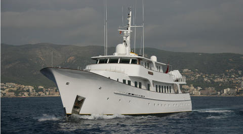 Displacement Motor Yacht