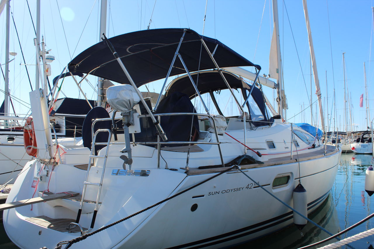 Jeanneau Sun Odyssey 42 DS: buy used sailboat / sailing