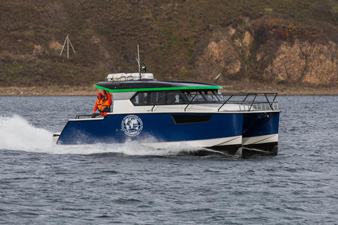 Pacifico Yachts Adventure 99